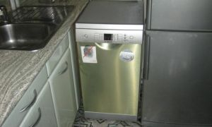 Можно ли посудомойку ставить рядом с холодильником?