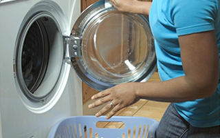 Бьется током стиральная машина? чиним сами!